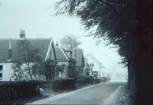 Fangmanweg iets ten noorden van de Oude Begraafplaats in noordelijke richting gezien naar de Toulon van der Koogweg.