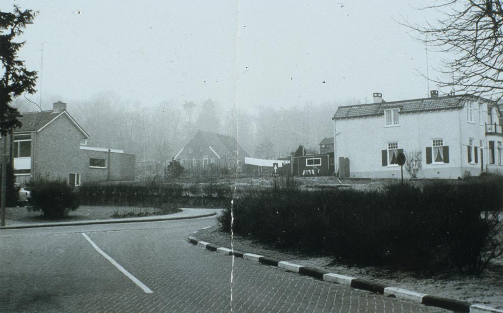 De plek van de afgebroken, voormalige, stalhouderij J. Ploeg, rond 1970.
