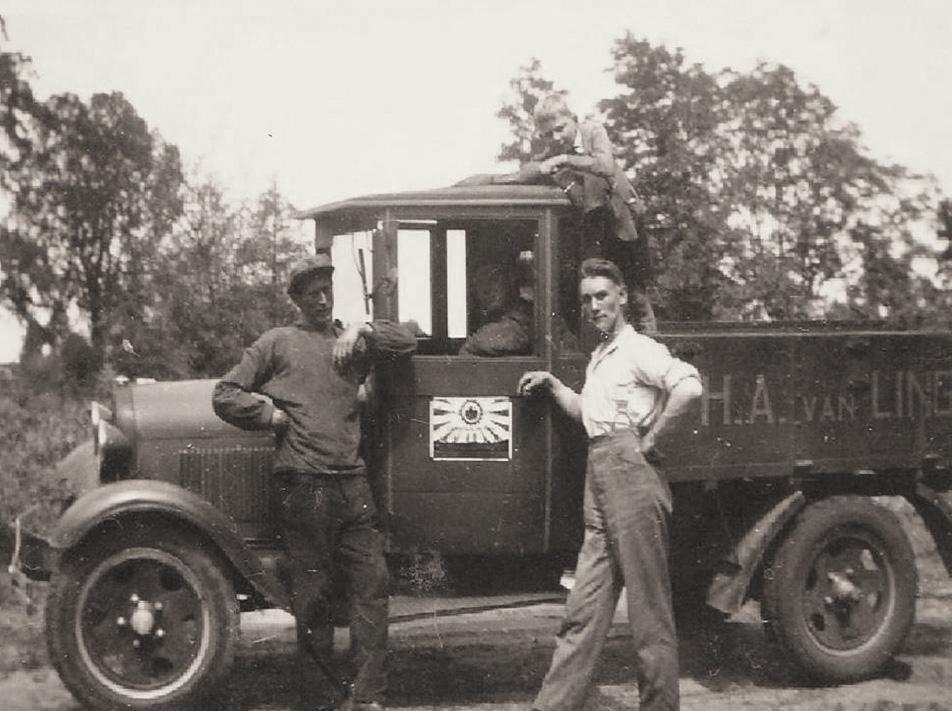 De bedrijfsauto van de kolenboer H.A. van Lingen.