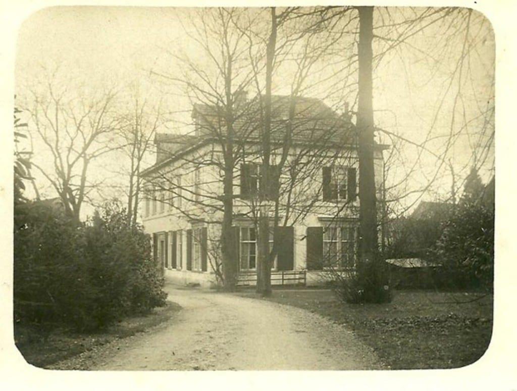 """""""Beekhof"""" gelegen aan de zuidzijde van de huidige oprijlaan naar het bestaande """"Nieuw Beekhof"""""""
