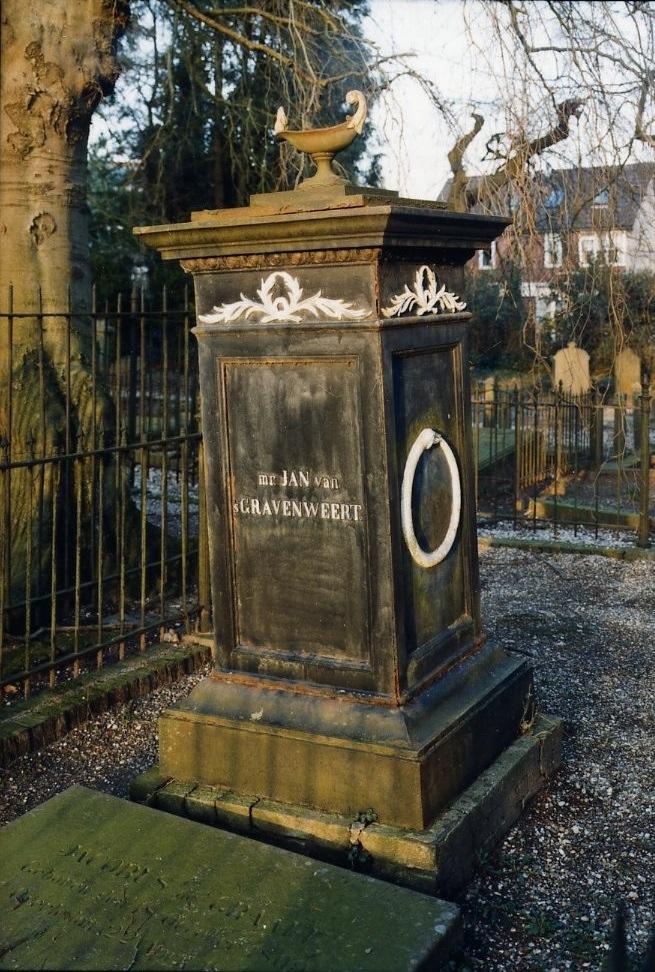 Grafmonument op het graf van Jan van `s Gravenweert op de Oude Begraafplaats Fangmanweg te Oosterbeek.