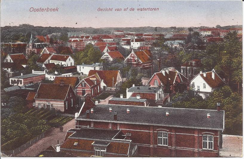 """Op de voorgrond het gemeenschapshuis """"Thabor"""" aan de Molenweg te Oosterbeek."""