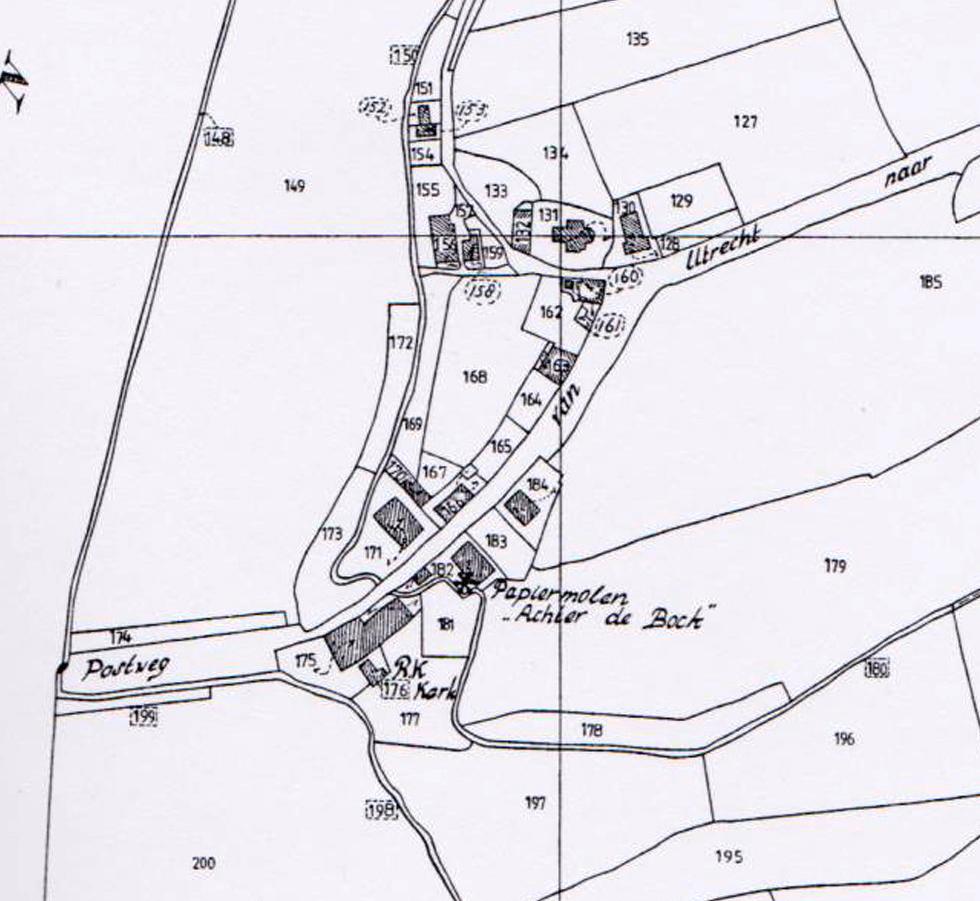 De R.K. kerk van Renkum (no. 176) en het bouwland waar in 1839 de nieuwe kerk gebouwd werd (no. 168) naar het minuutplan van het kadaster; 1832; De eerste Katholieke kerk, later Hervormde kerk (no. 131)