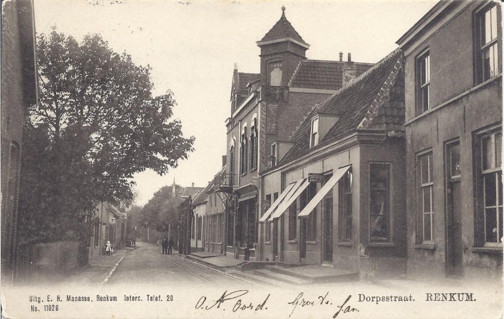 Achtereenvolgens de winkels van Manasse, Klein Molenkamp en van de koperslager Haak later Potman.