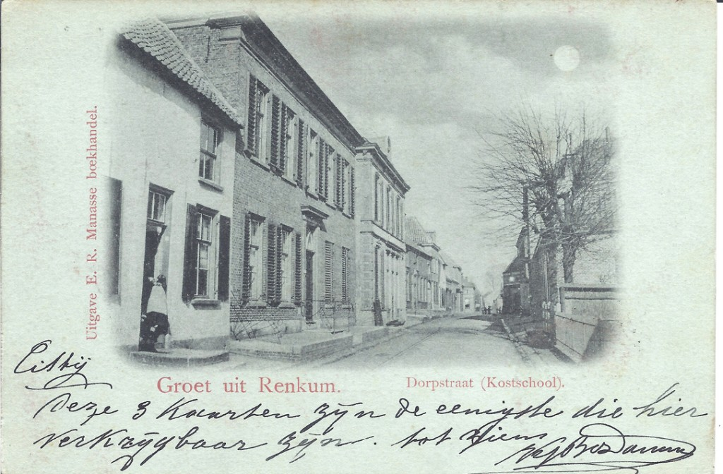 Ansichtskaart uit 1898 van de kostschool van eerst de dames Ploem en daarna mej. L.T. Meindersma. Links de kruidenierswinkel van Van der Helm.