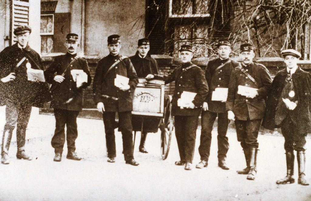 De postbestellers van het dorp Renkum.