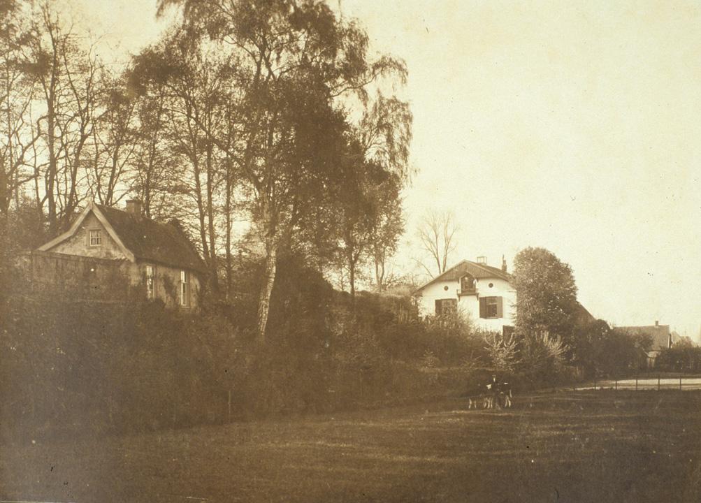 Het Zweiersdal voor afsluiting door de Dam met links Villa Grada. Plek van onderzoek naar de kleilaag.