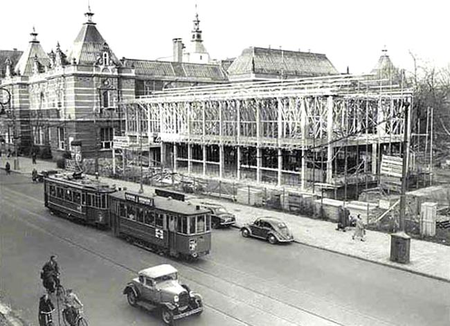 Bouw van de nieuwe tentoonstellingsruimte van het stedelijk Museum Amsterdam in 1952.