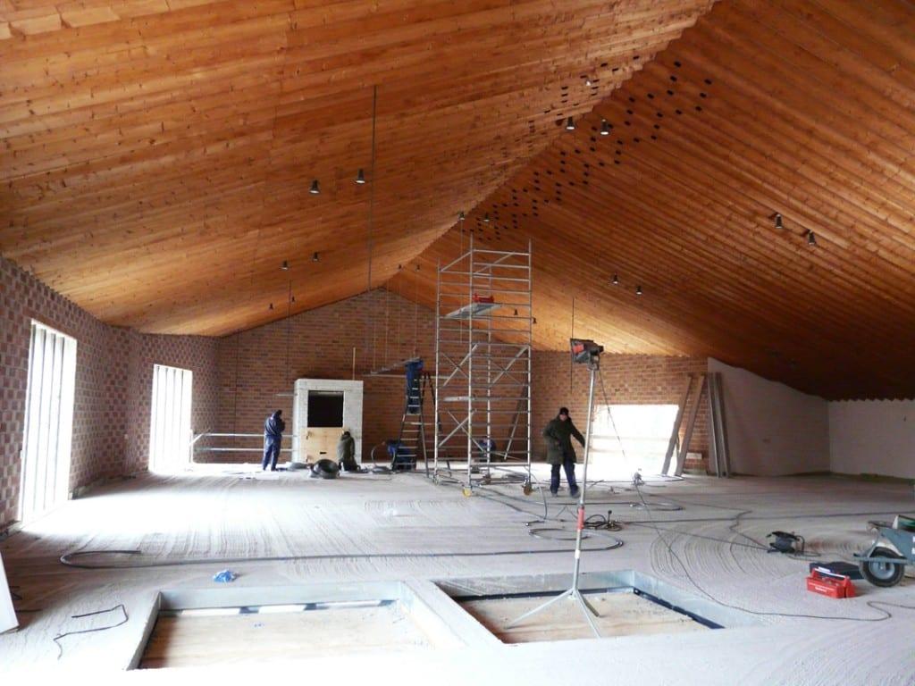 Ten behoeve van verdiepingen worden in de kerk een drietal vloeren aangebracht die het aantal verdiepingen op
