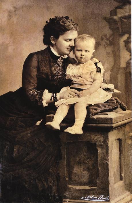 Koningin Emma met haar dochter Wilhelmina