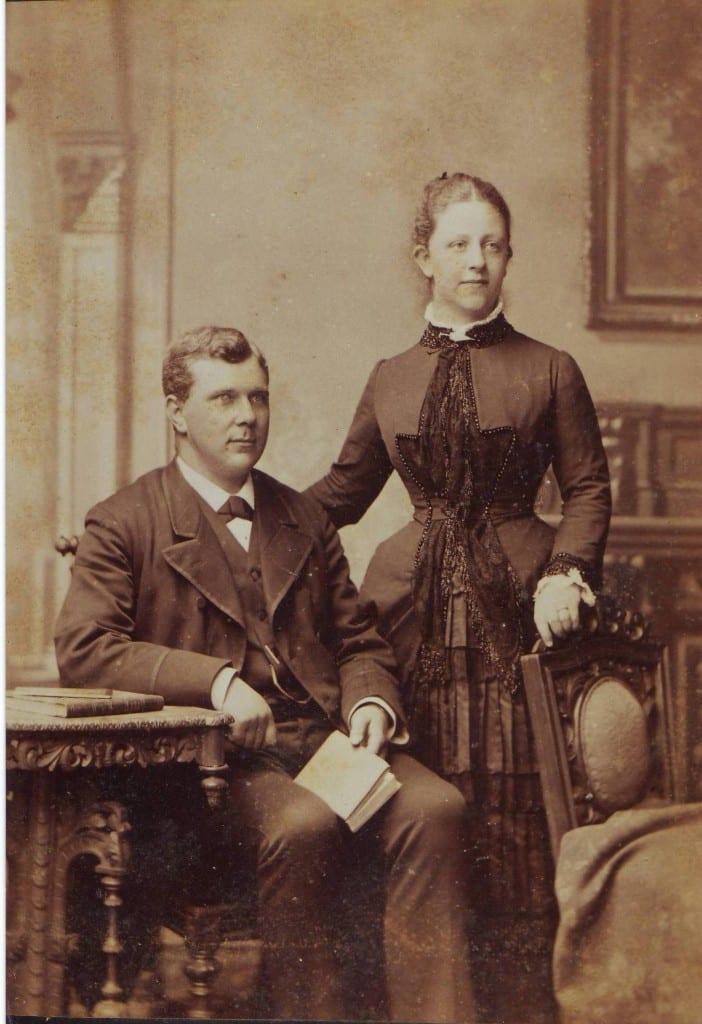 De verlovingsfoto van Louis Heldring en Geertrui van Eeghen.