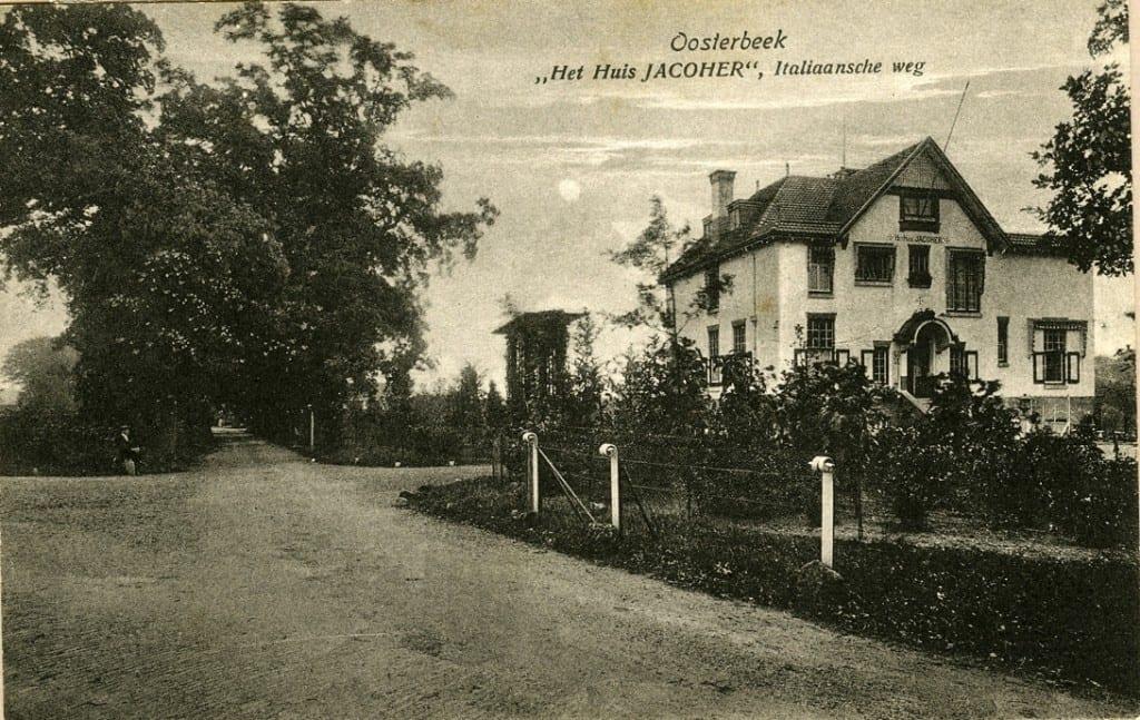 De villa Jacoher op de kruising van de Italiaansweg met de Oude Oosterbeekseweg. De krulpalen komen uit de tijd van Scheffer die de grenzen van zijn grote eigendom ermee markeerde.