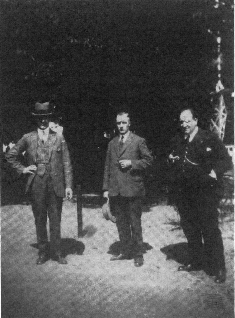 De heren J.A., H.B. en F. van Hofwegen rond 1935